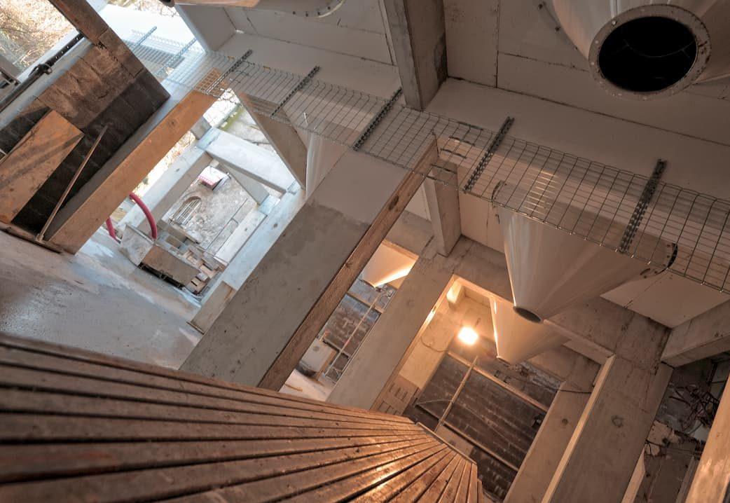 Préfabricaton de poteaux-poutres en béton armé pour recevoir des silos métalliques