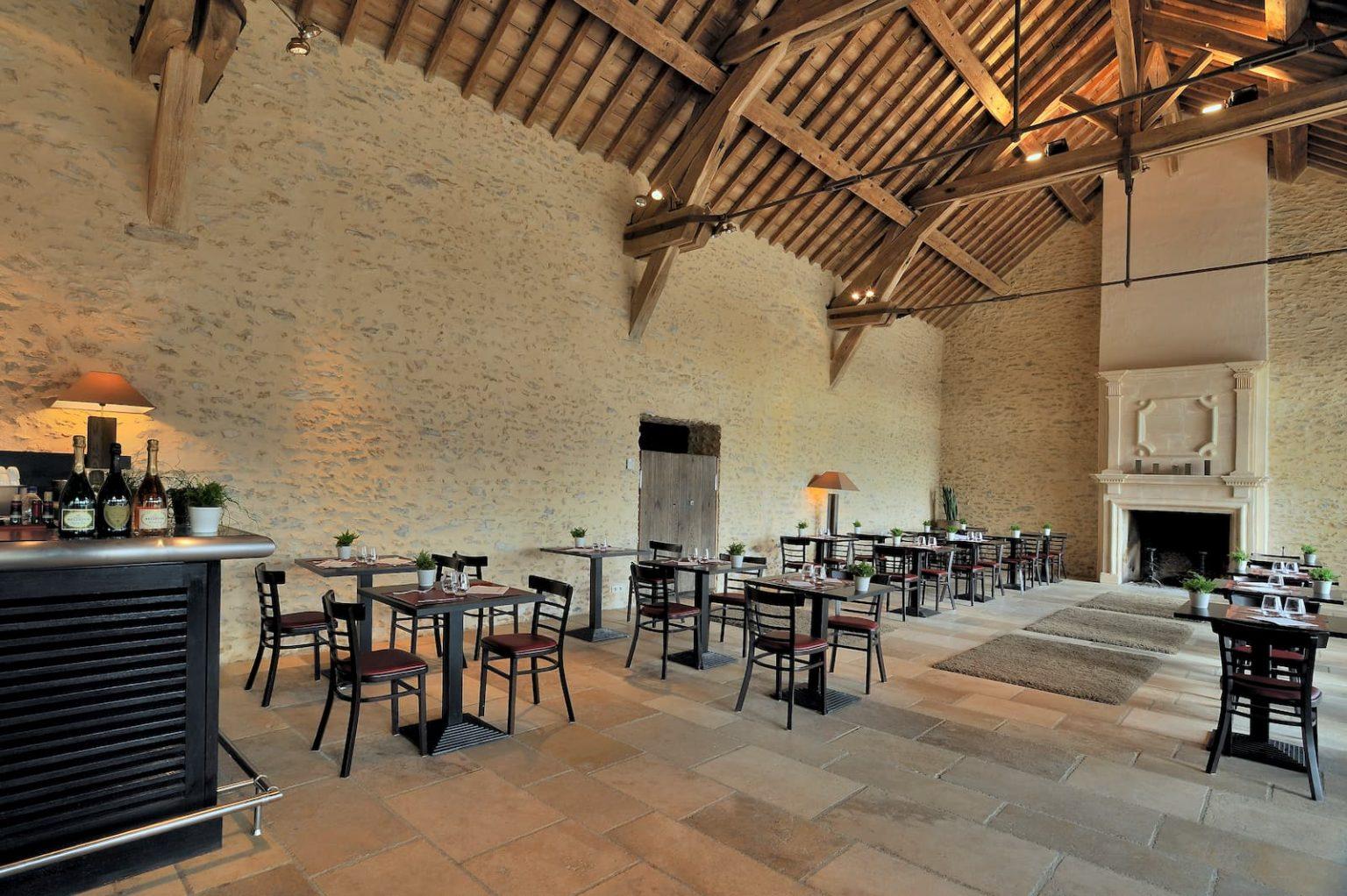 Réhabilitation et aménagement d'une salle de restaurant et d'un club house