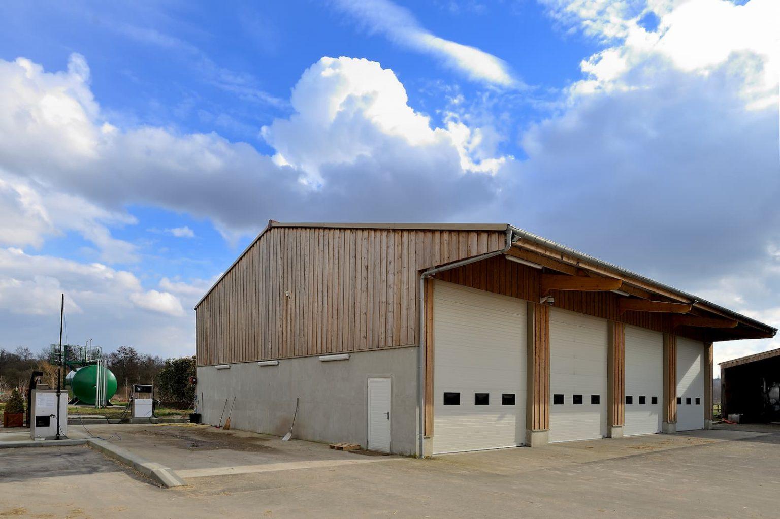 Construction d'un bâtiment de stockage et hangar pour le stockage d'engins agricoles