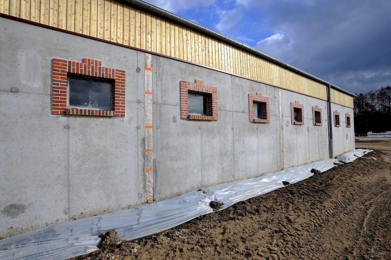 Construction et aménagement de box chevaux dans un centre équestre