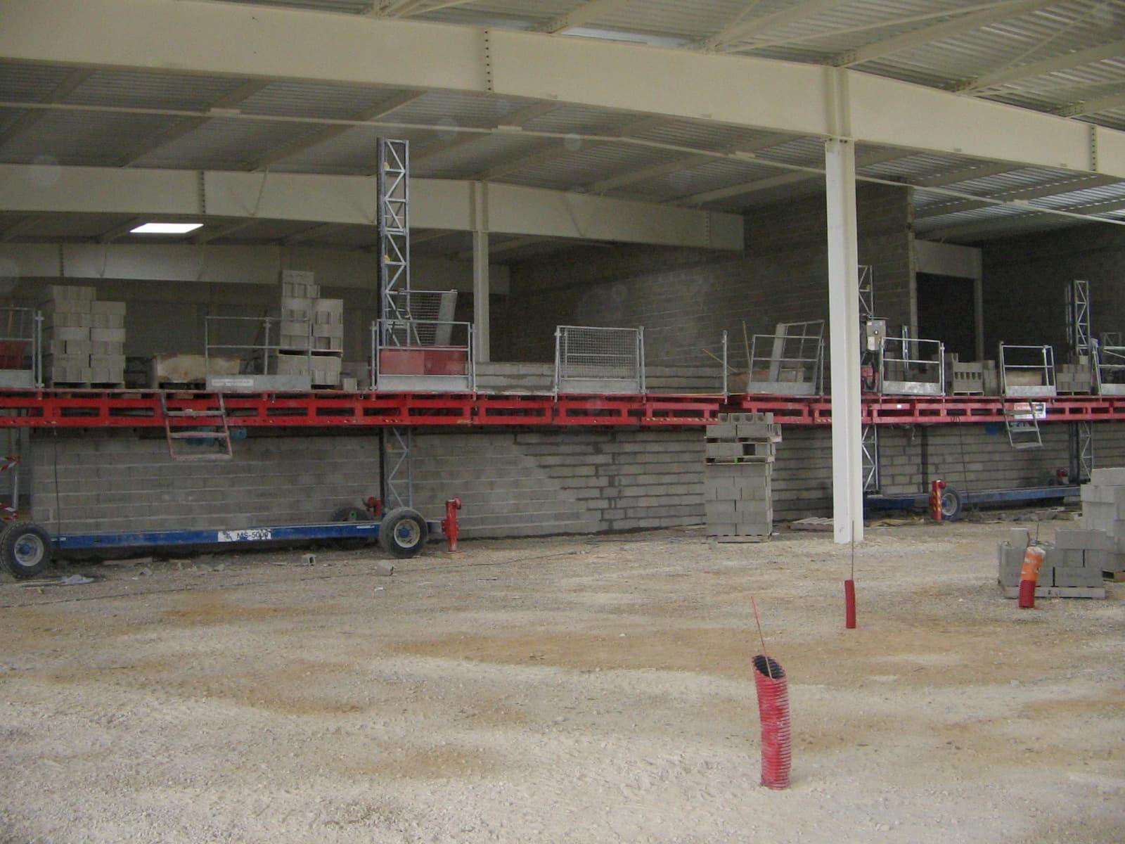 Elevation des murs en bloc de béton creux - 1200 m² de parpaing mis en place