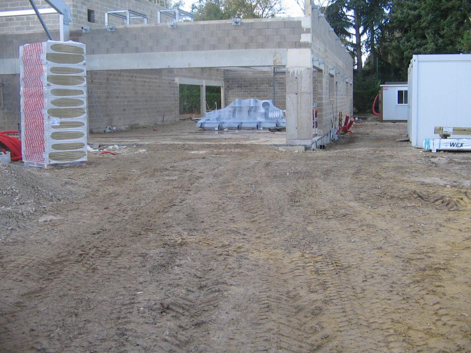 Murs béton en parpaing pour la construction d'un centre sportif