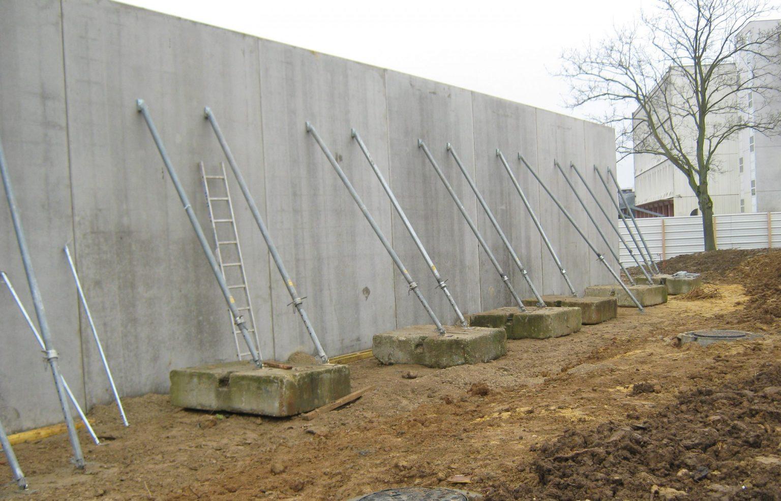 Prémurs en béton armé préfabriqués par la société ACFA pour la construction d'un gymnase