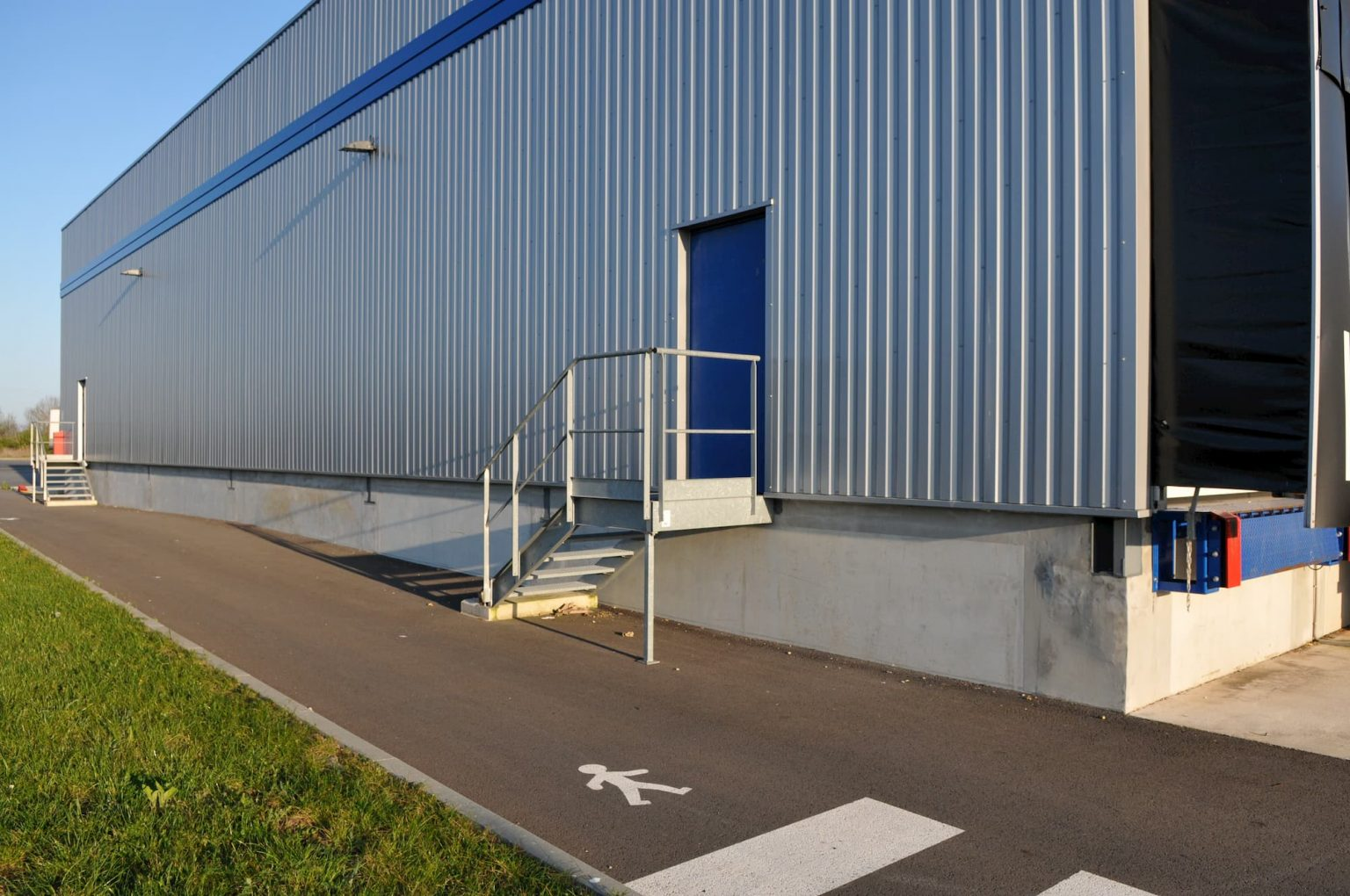 Fabrication de voile de quais en béton au sein de l'entrepôt logistique TLA Group