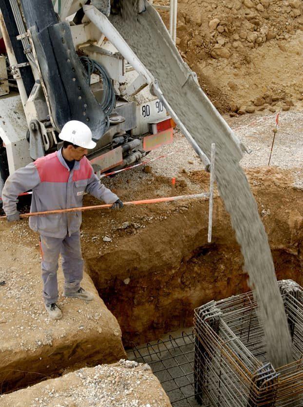 Chaque chantier est supervisé par un chef de chantier assisté d'un chef d'équipe