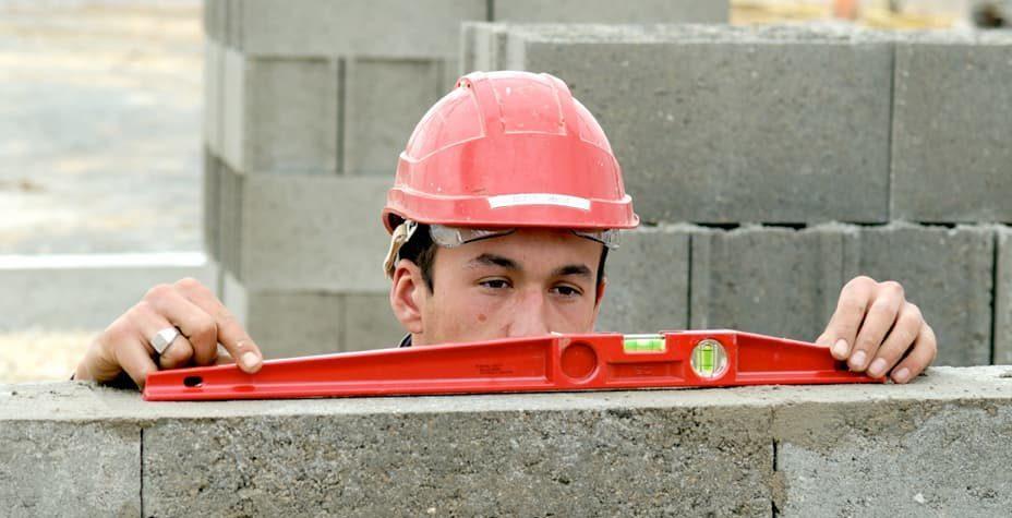 Les chefs d'équipe sur le chantier assure le suivi de chantier et le respect du planning